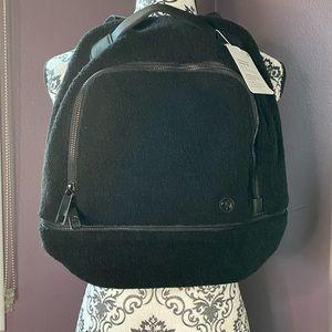Lululemon Adventurer  Sherpa mini backpack. NWT